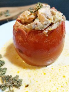 Tomato stuffed with chicken in cream sauce
